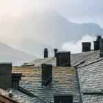 Czym uszczelnić dach przy kominie?